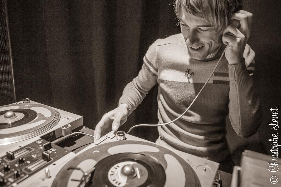 DJ Yann Cracker aux platines©www.levetchristophe.fr