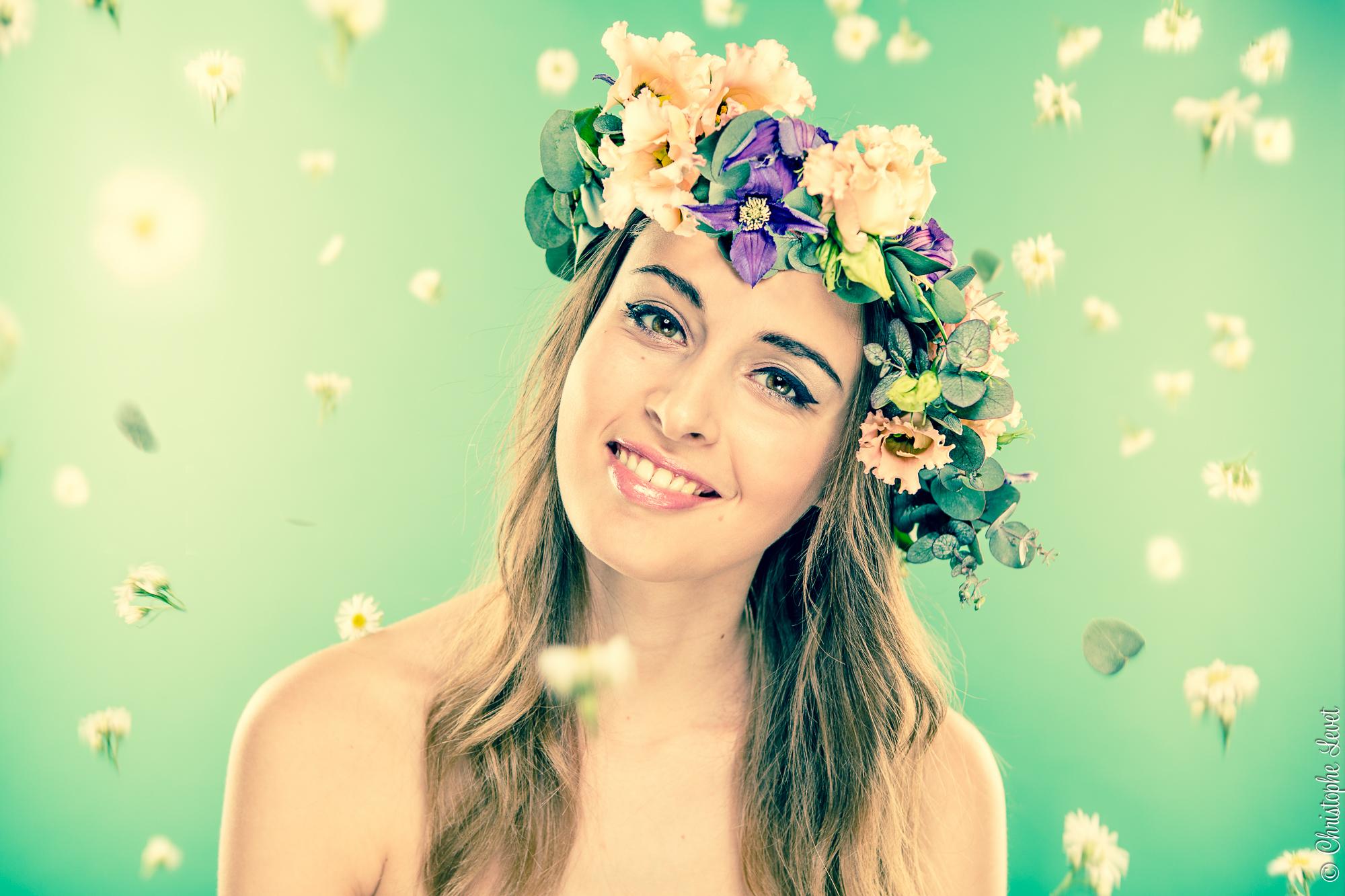 Portrait avec des fleurs