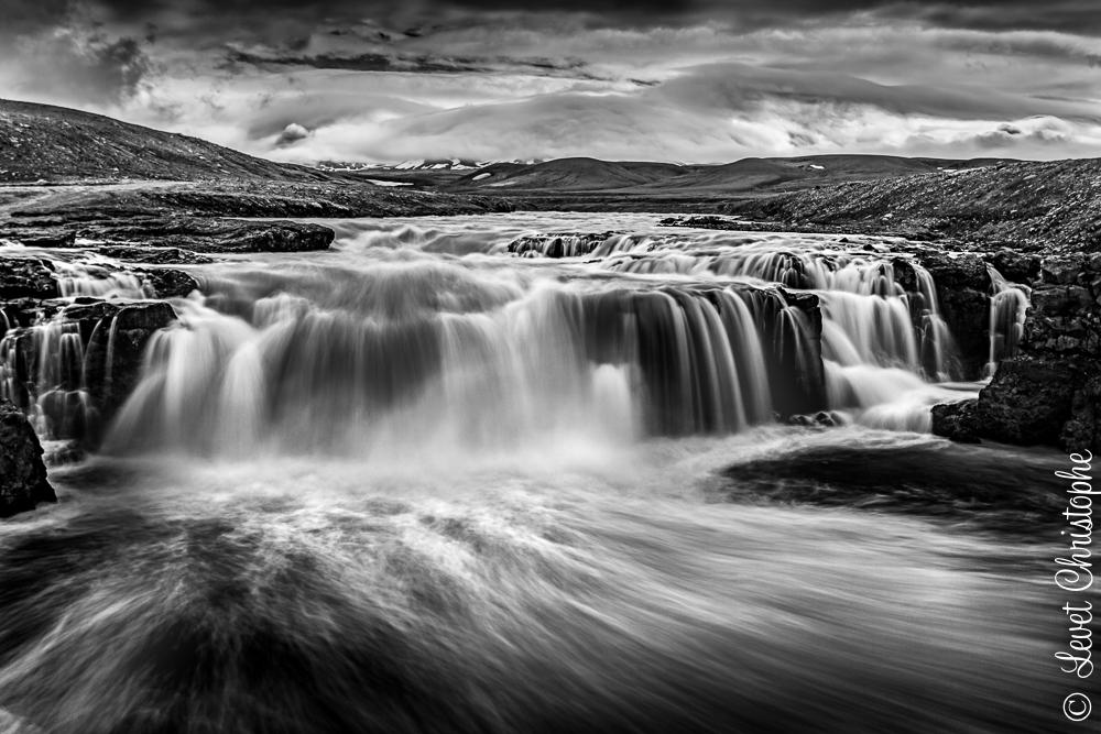 Chute d'eau à Kerlingjarfjoll - Islande