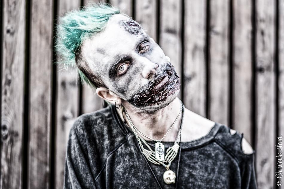 Un zombie très Walking Dead